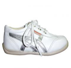 Cast footwear for children