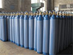 Кислород.Liquid and gaseous oxygen
