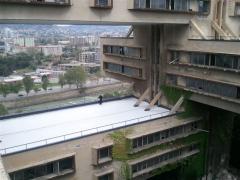 Гибридное гидроизоляционное покрытие (УФ-отверждаемое) для крыш с высокой способностью отражения солнечного излучения, высокой излучательной способностью и теплоизоляционными свойствами